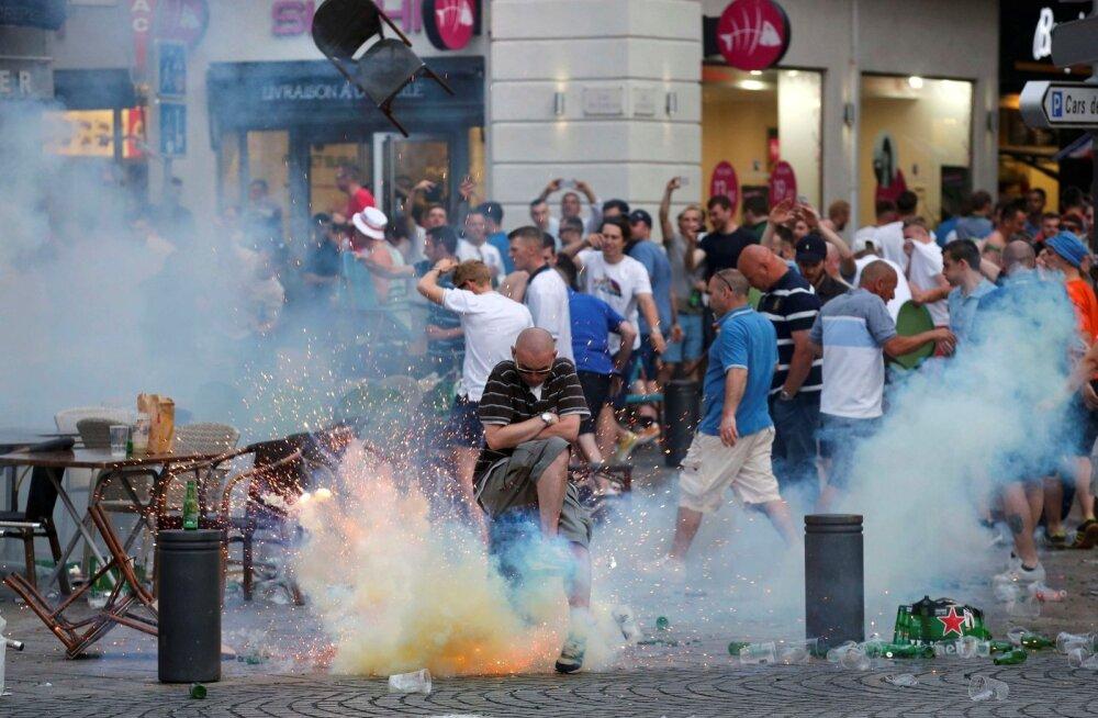 Inglise fännid on Prantsusmaal politsei suurema tähelepanu all – põhjusega.