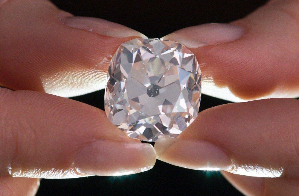 Kümne naela eest vana briljantsõrmuse ostnu teenis ehet oksjonil müües kopsaka varanduse