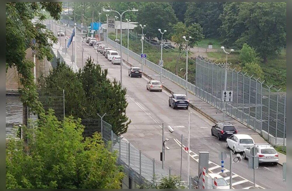 ФОТО | Неразбериха и очереди на границе: в Россию теперь нельзя въехать на взятом в лизинг автомобиле