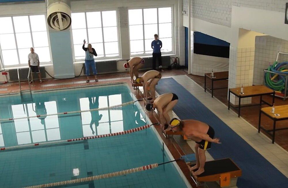 ВИДЕО | Необычные эстонские соревнования: плавание после бутылки водки. Добрался ли кто-нибудь до финиша?