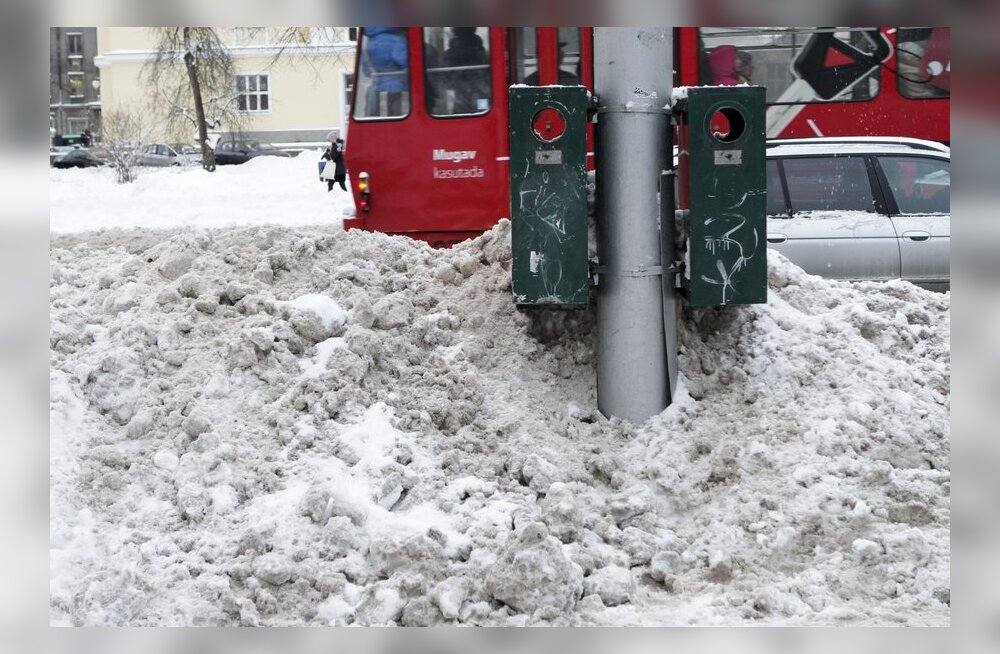 Кто и откуда должен убирать выпавший снег