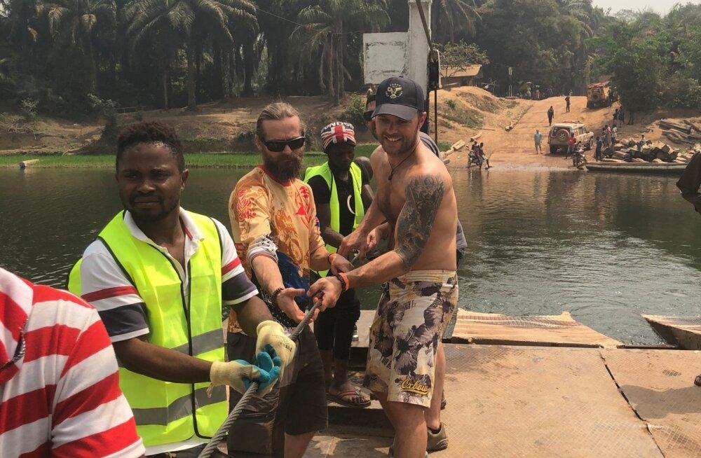 Owerland EST vaese mehe Dakari viimasel nädalal. Inimjõul töötav parv.