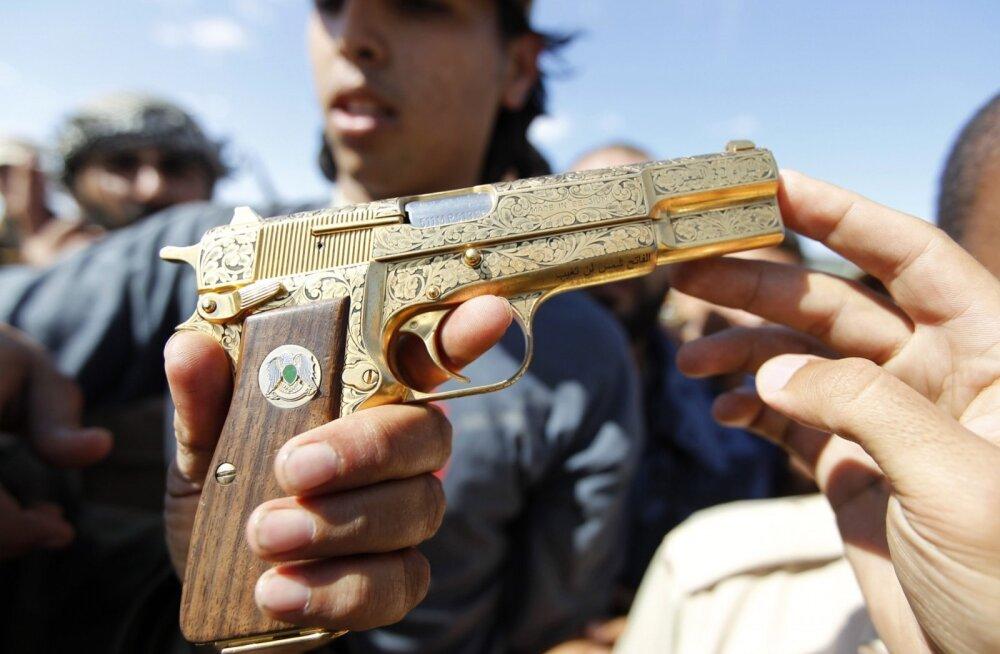 Eelarveraha riisumises kahtlustatuna vahistatud Dagestani peaministri kohusetäitjalt leiti kuldne püstol