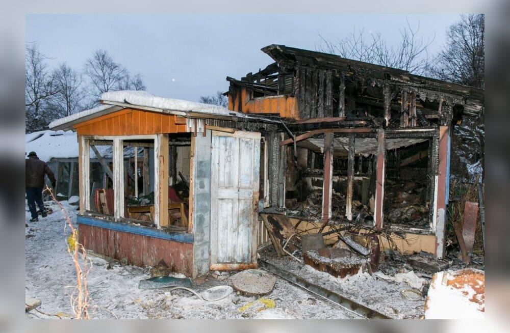 Soodevahe küla, Lennuradari tee põlenud maja