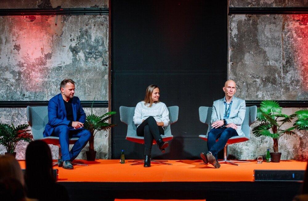 Martin P. Rinne (paremalt), Hedi Mardisoo ja Andrus Aaslaid. PwC robotite paneelis.