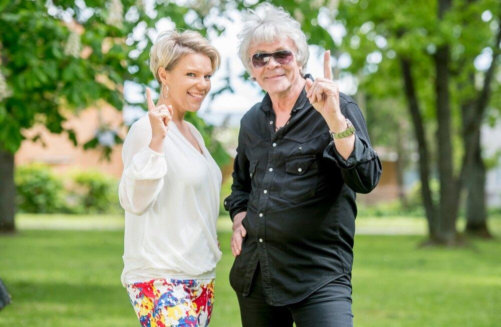 """""""Suvenaabrite"""" saatejuhid on Gerli Padar ja Jüri Aarma, kes vedasid """"Lauluga maale"""" telesaadetki."""