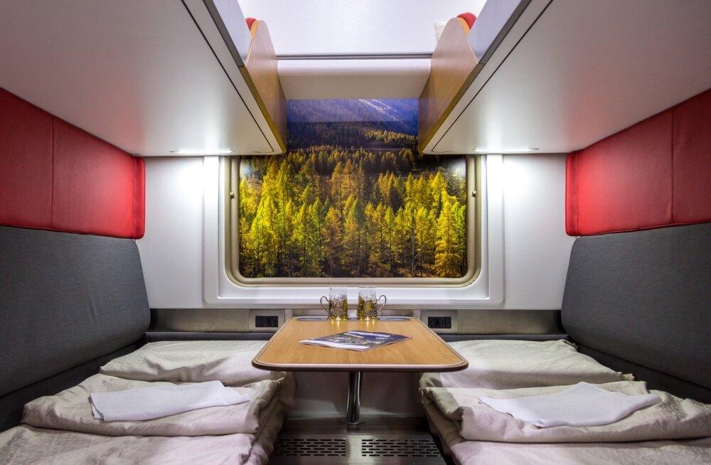 ФОТО: В России запустили первый поезд с капсульными плацкартами