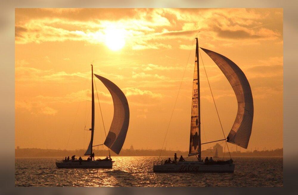 FOTOD: Kuldne sügisilm kutsus merele mitusada purjetajat