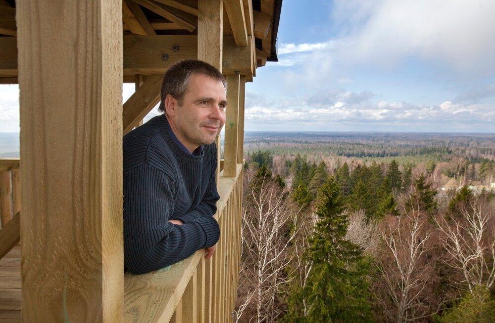 Parim paik Alutaguse rahvuspargi vaatamiseks on Iisaku vastne 28 meetri kõrgune vaatetorn, kus vallavanem Tauno Võhmar vaadet naudibki