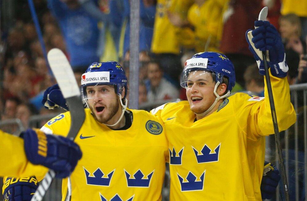 Oliver Ekman-Larsson ja William Nylander (paremal)