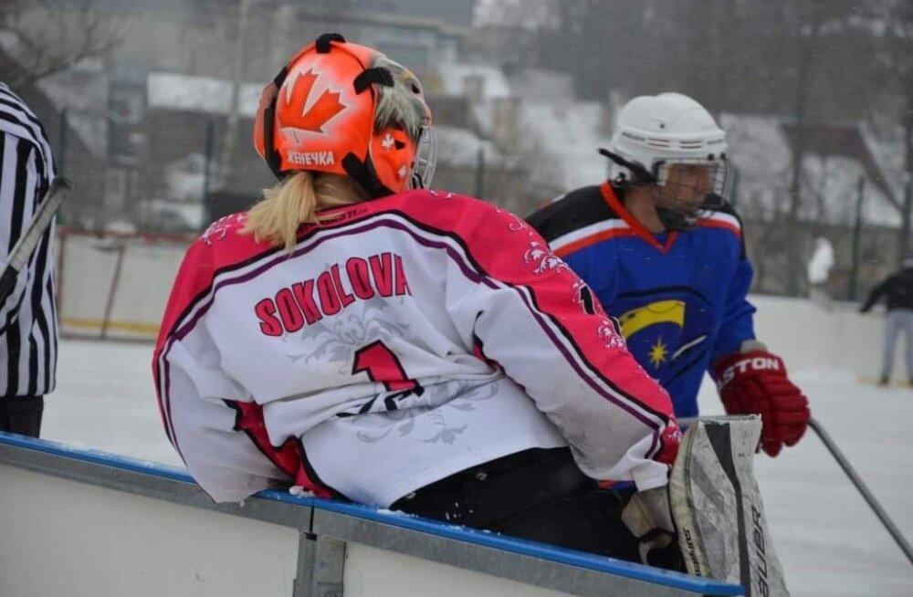 """""""В детстве я мечтала стать разведчицей"""": физиотерапевт и вратарь мужской команды по хоккею — о работе, хобби и семье"""
