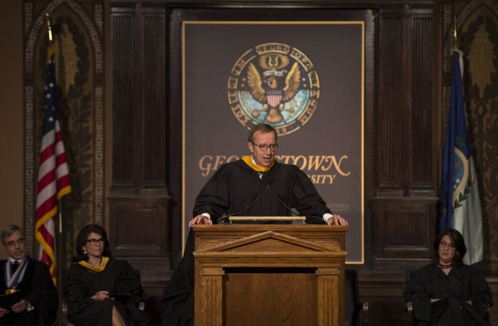 President Ilves kõneles maineka USA ülikooli lõpuaktusel Eesti diplomaatia taastamisest