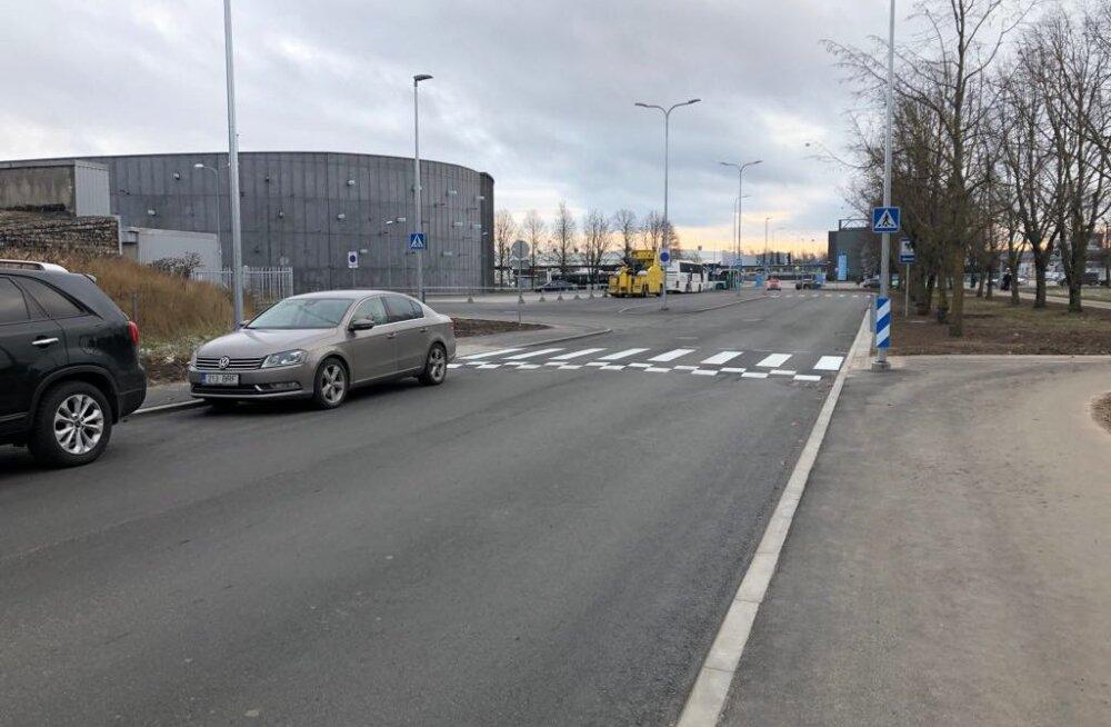 ФОТО: В Ласнамяэ завершен ремонт улицы Пинна. Его стоимость составила почти 1,5 млн евро