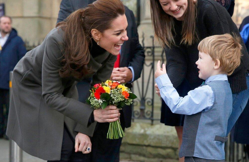 Kate Middleton kohtus koolilastega