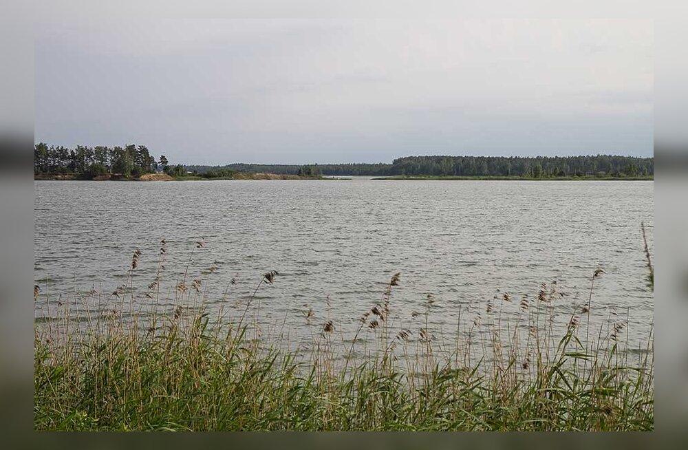 Затопленные карьеры — популярные места отдыха, но купаться в них очень опасно