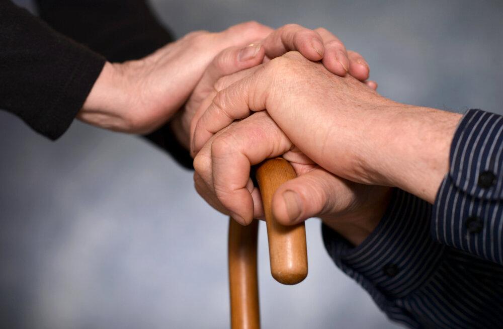 Seitse keerulist vestlust, mis sa peaksid oma vananevate vanematega maha pidama