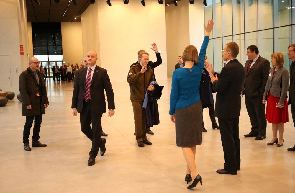 ФОТО: Кальюлайд захотела взглянуть на скандально известную кухню Эстонского национального музея