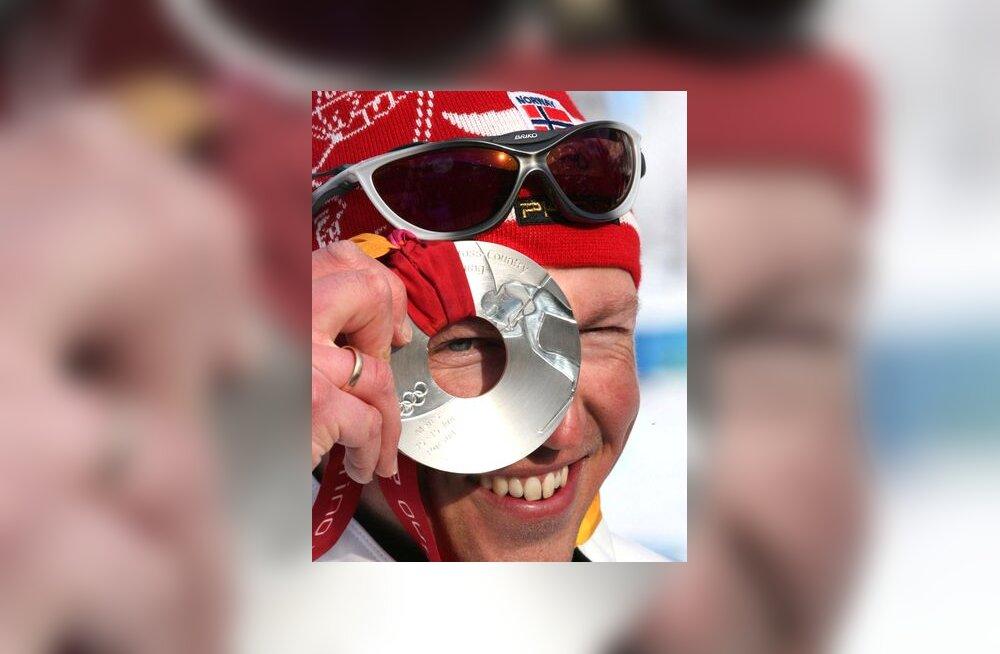 Frode Estil sai suusavahetusega sõidus hõbemedali
