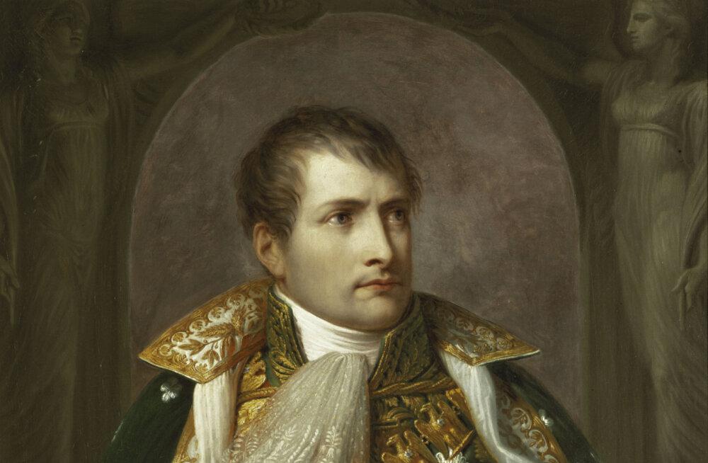 В Париже за 117 тысяч евро продали сапоги Наполеона. Он носил их в последней ссылке на острове Святой Елены
