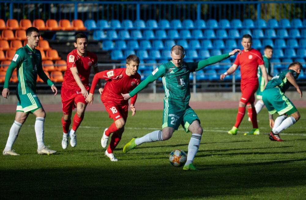Enne hooaja jätkumist sai meedias kõige enam tähelepanu FCI Levadia (rohelises) ja seda kahe juhtmängija võistkonnast lahkumise tõttu.