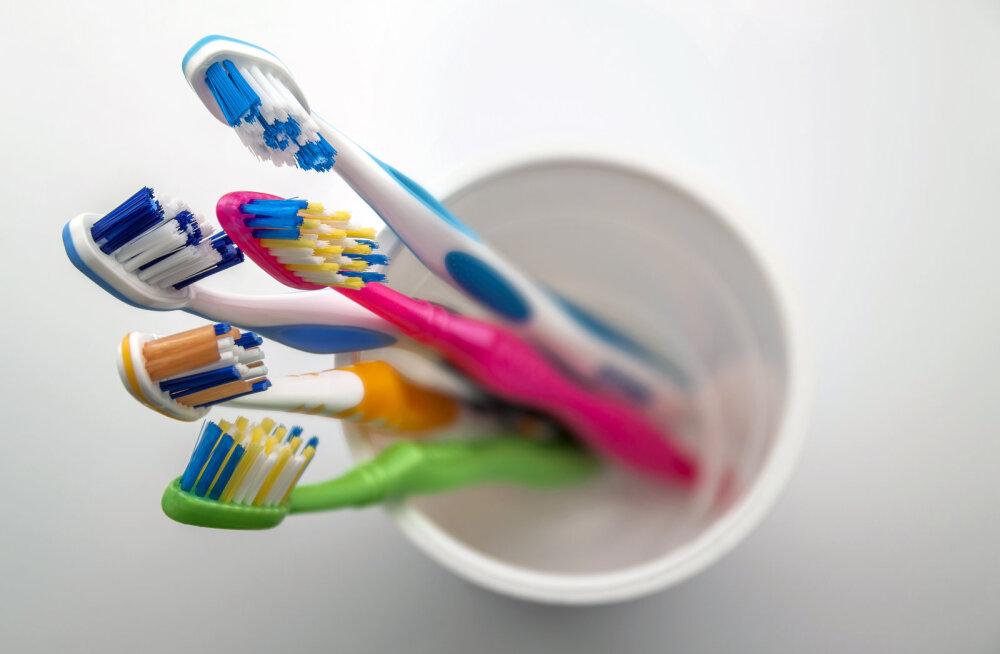 Puust ja punaseks: just nii tuleks hambaid harjata ja need saavad ikka puhtaks