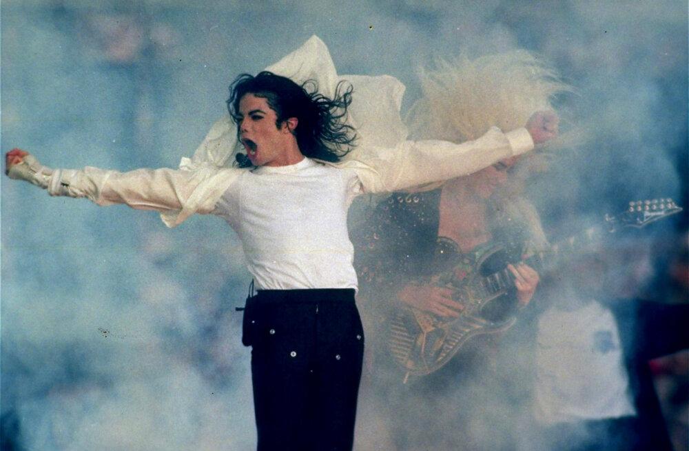 Jacksoni dokumentaali produtsent tunnistab, et filmis ja kohtus esitatud kuupäevad on valed