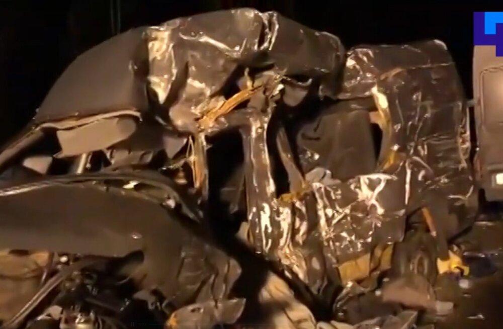 Pihkva oblastis hukkus väikebussi ja veoki kokkupõrkes 8 inimest