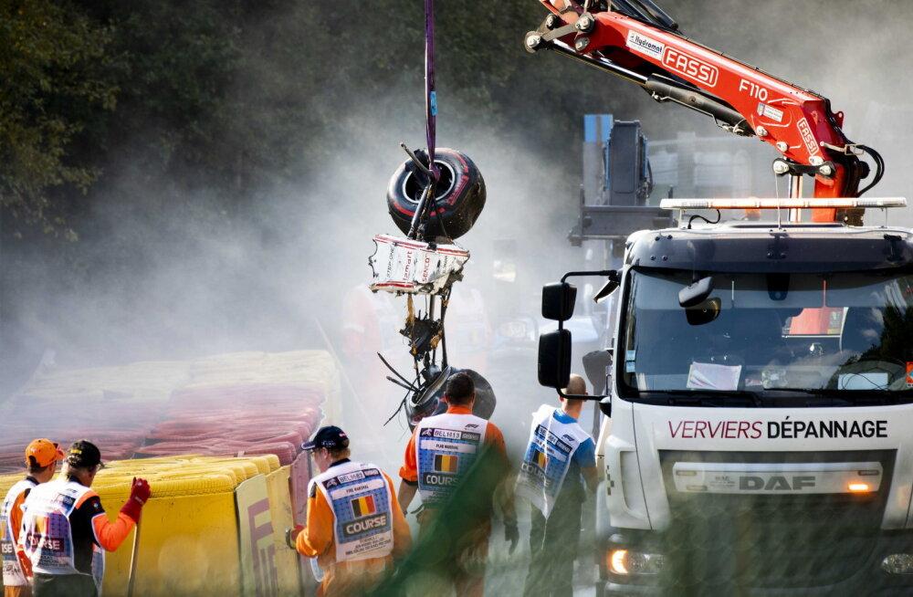 Traagilises avariis osalenud F2 sõitja toodi kunstlikust koomast välja, aga arstidel algas võidujooks ajaga