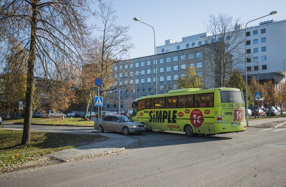 Tartu tänavate kitsaskohad. Bussijuht peab vasakpööret tehes sõitma osaliselt vastassuunavööndisse ja ohustab sedasi kaasliiklejaid.