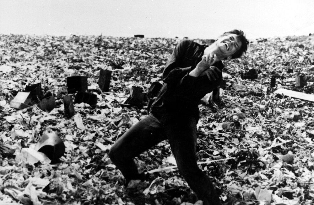 """Poola filmiklassiku Andrzej Wajda """"Tuhk ja teemant"""" põhjustab siiani oma sümboolse filmikeele kasutamise tõttu vaidlusi."""