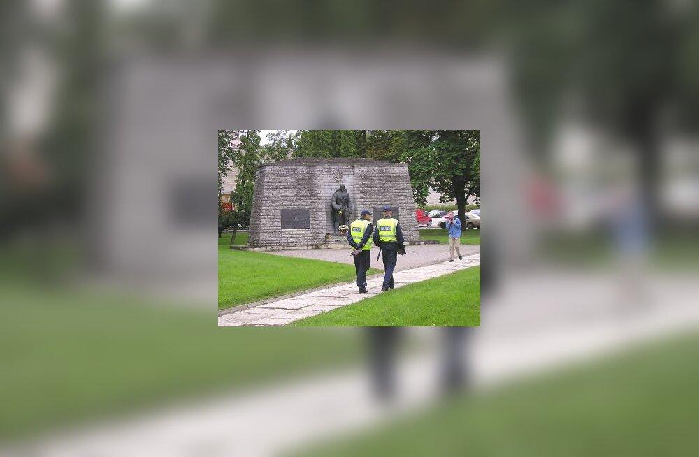 Tõnismäe pronkssõdur ja politsei