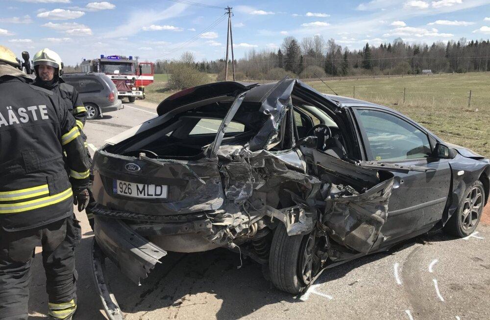 ФОТО: В двух авариях на шоссе Таллинн-Тарту пострадали три человека