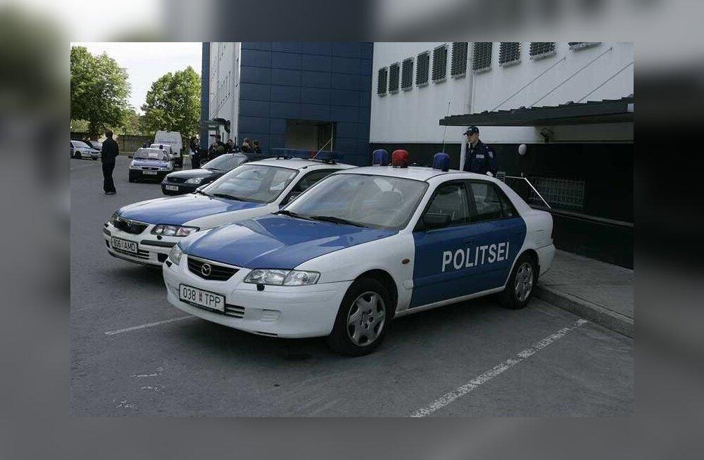 Мужчина, представившийся полицейским, угнал автомобиль прямо от полицейского участка. Ниточки ведут к скандально известному владельцу Kanita Takso
