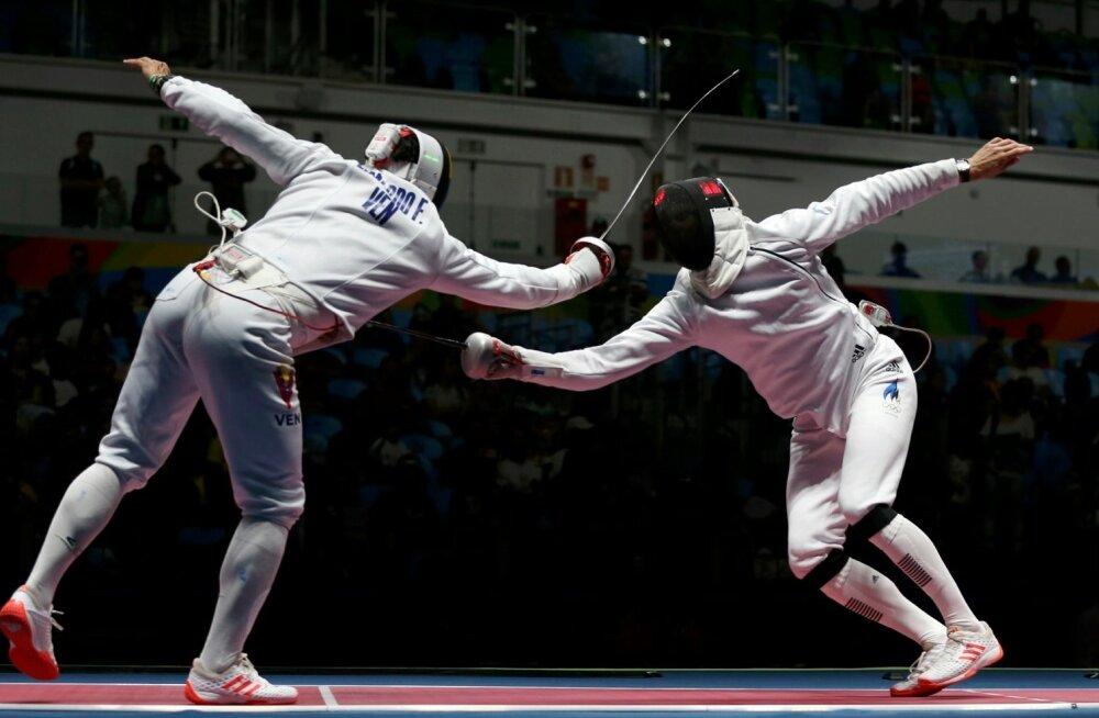 Nikolai Novosjolov (paremal) on jälle vastase üle mänginud ja teeb puhta torke.