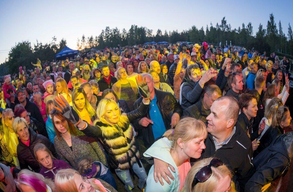 Soome on parema palga järele kolinud hulk eestlasi, pildil näeme neid oma uues asukohariigis jaanipäeva tähistamas.
