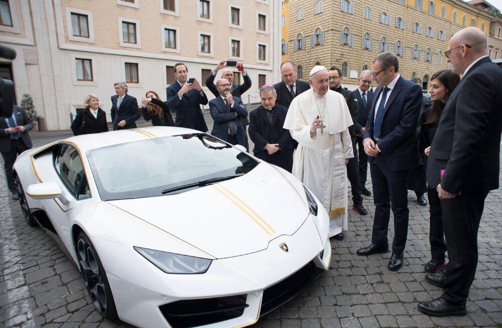 Lamborghini ja paavst.