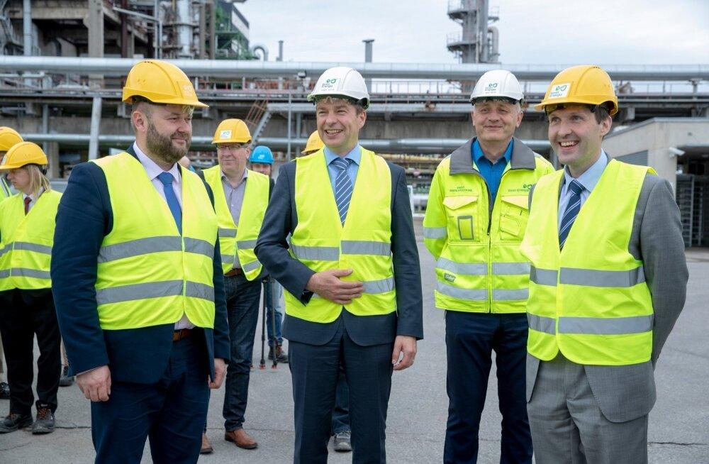 Eesti Energia juht Hando Sutter (keskel) koos keskkonnaminister Rene Koka (vasakul) ja rahandusminister Martin Helmega (paremal) Auveres.