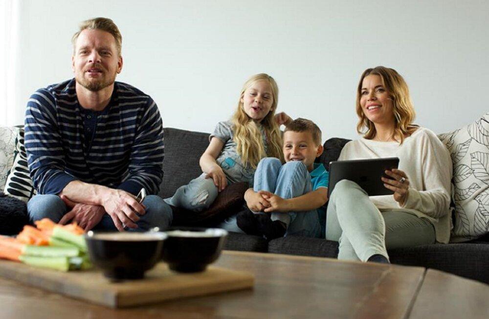 Usu või ära usu: kõige rohkem eestlasi sööb telerivaatamise ajal rohelist kraami ning joob vett
