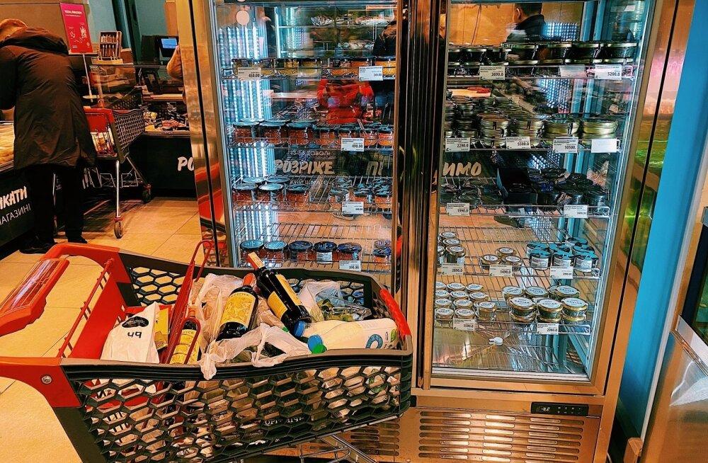ФОТО | Киевский элитный магазин: холодильник с икрой, аквариум с устрицами и девушки в поиске богатых мужей