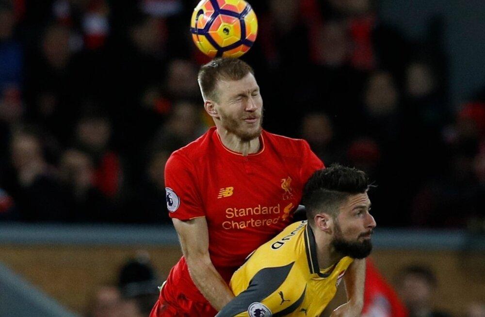 Ragnar Klavan (vasakul) ja Olivier Giroud on Liverpooli ja Arsenali olulised vahetusmängijad.