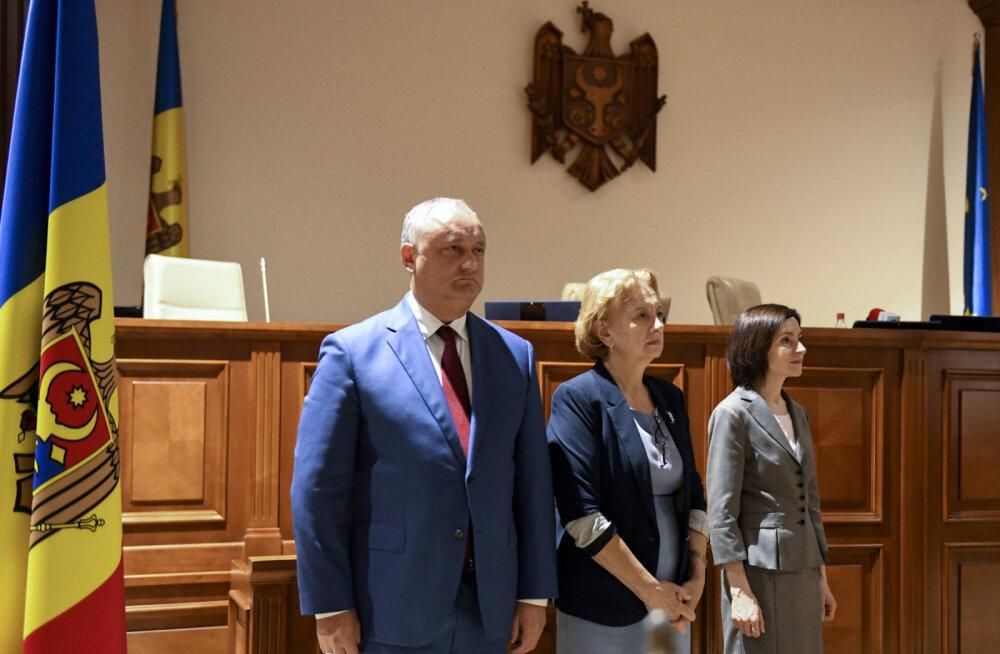 КС Молдавии забрал у Игоря Додона полномочия президента. Евросоюз призывает стороны к спокойствию