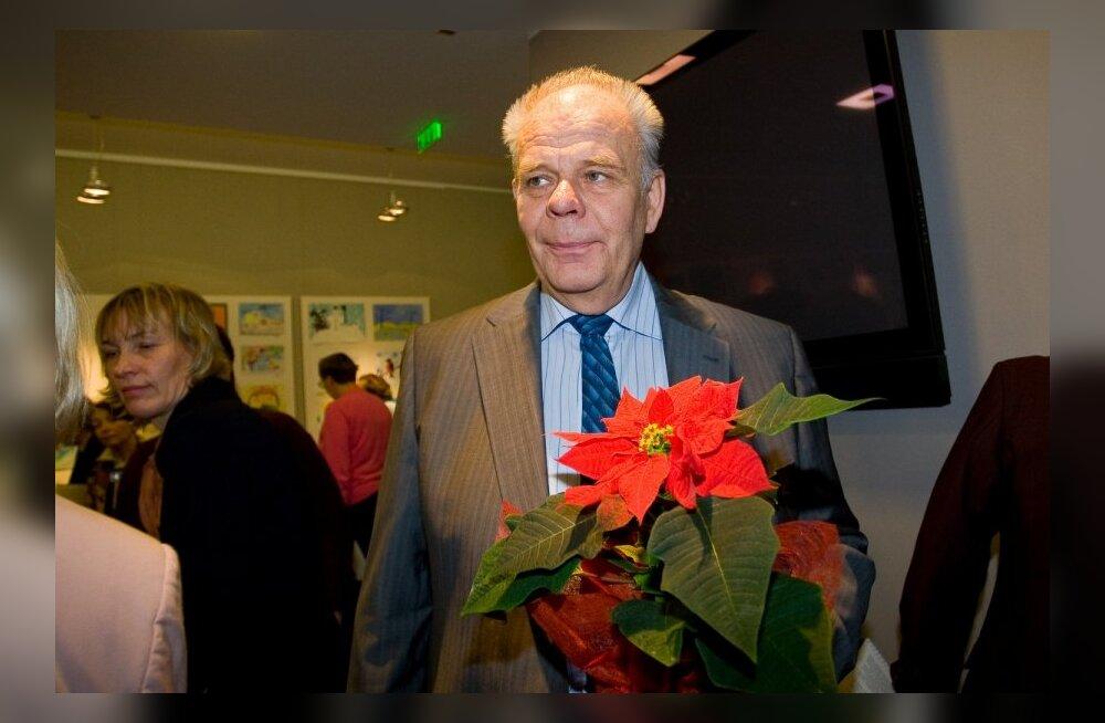 Suri pianist, muusikateadlane ja poliitik Vardo Rumessen