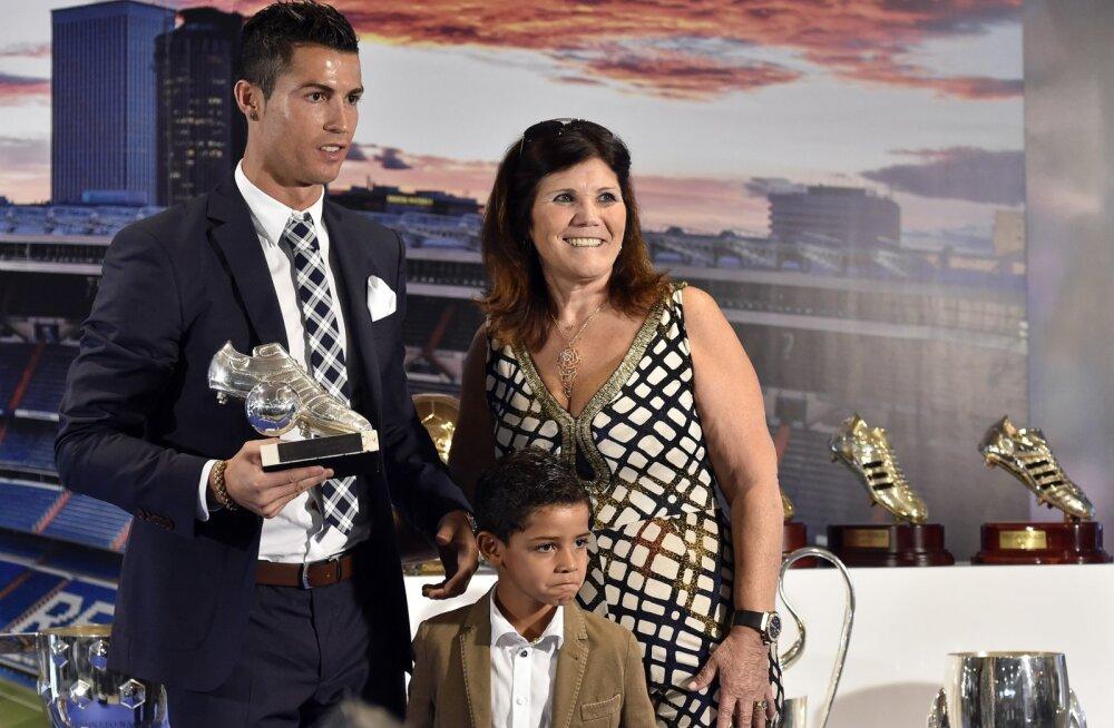 Cristiano Ronaldo ema lajatas: minu poega kiusab maffia!