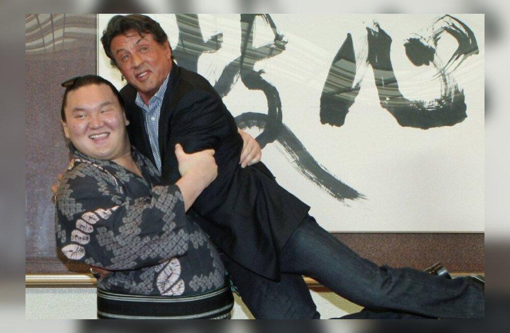 VIDEO: 75-kilone jaapanlane alistas Hatsu-bashol endast 200 kilo raskema koljati