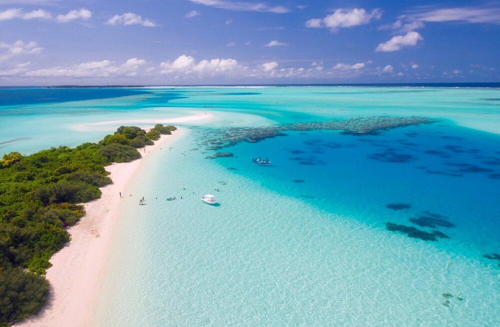 MIS JUHTUS? Maldiivid hoiatavad puhkajaid ja viivad läbi kuurortide turvakontrolli peale äkilist uppumissurmade kasvu