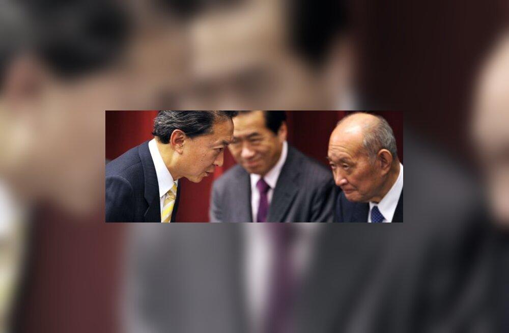 """Jaapani valitsusjuht """"vangistas"""" oma ministri"""