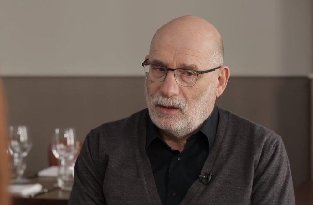 Борис Акунин сообщил, что слег с коронавирусом