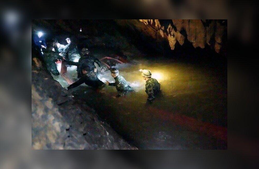 Tai poiste päästmise operatsioon veega täitunud koobastikus pani suure osa maailmast hädasolijaile kaasa elama.