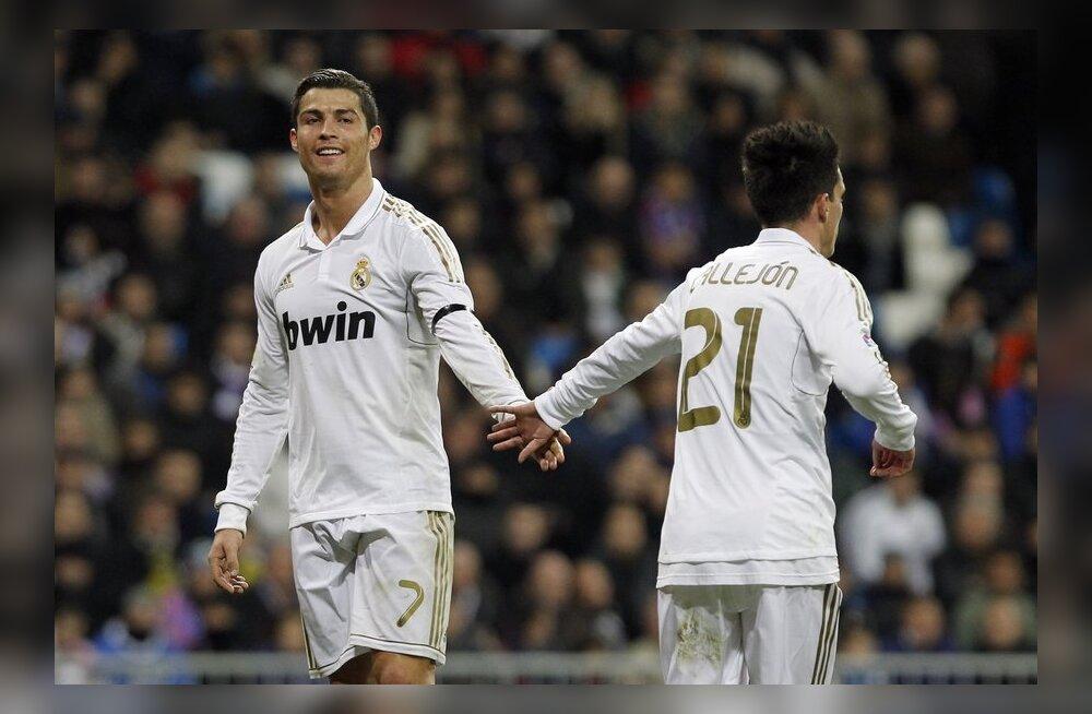 Cristiano Ronaldo (vasakul), jalgpall