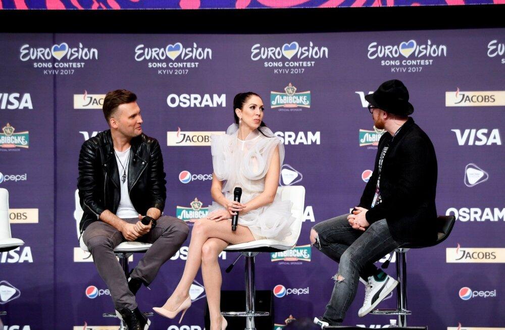 Laura ja Koit Toome kohtuvad pressiga Kiievis